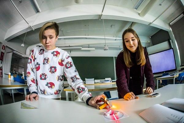 Fotoniikan lippulaiva PREIN tukee aktiivisesti lasten ja nuorten tiedekasvatusta